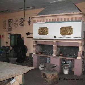 Кузнечная мастерская училища: просторная, чистая и светлая