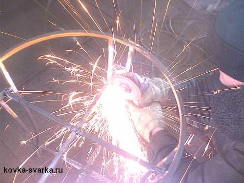 режем металл болгаркой