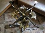 kovanyi-stol-lilii