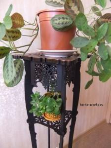 Металлическая этажерка для цветов