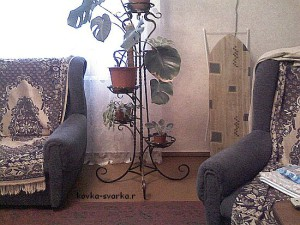 Кованая цветочница в интерьере