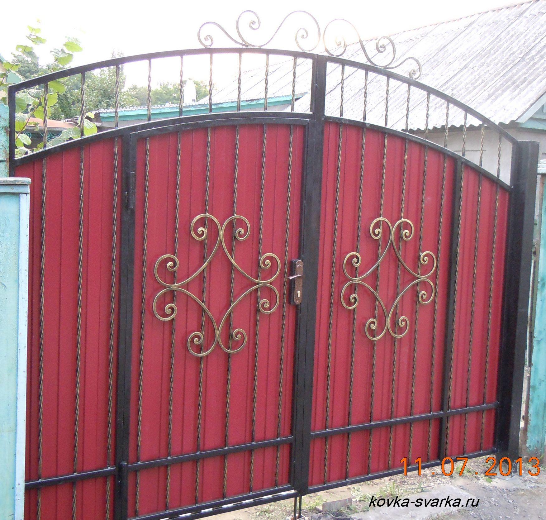 Ворота кованые из профнастила своими руками фото