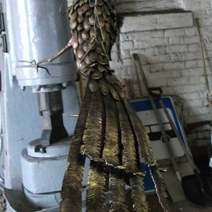 ковка, павлин в процессе изготовления