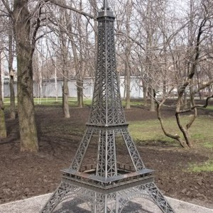 "Фото скульптуры ""Эйфелева башня"""