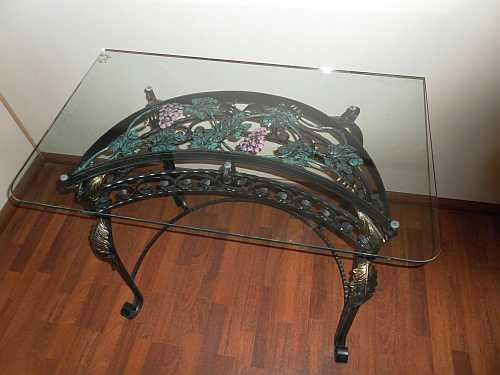 кованый журнальный столик со стеклянной столешницей