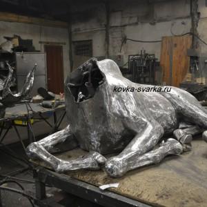 Фото туловища кованой скульптуры