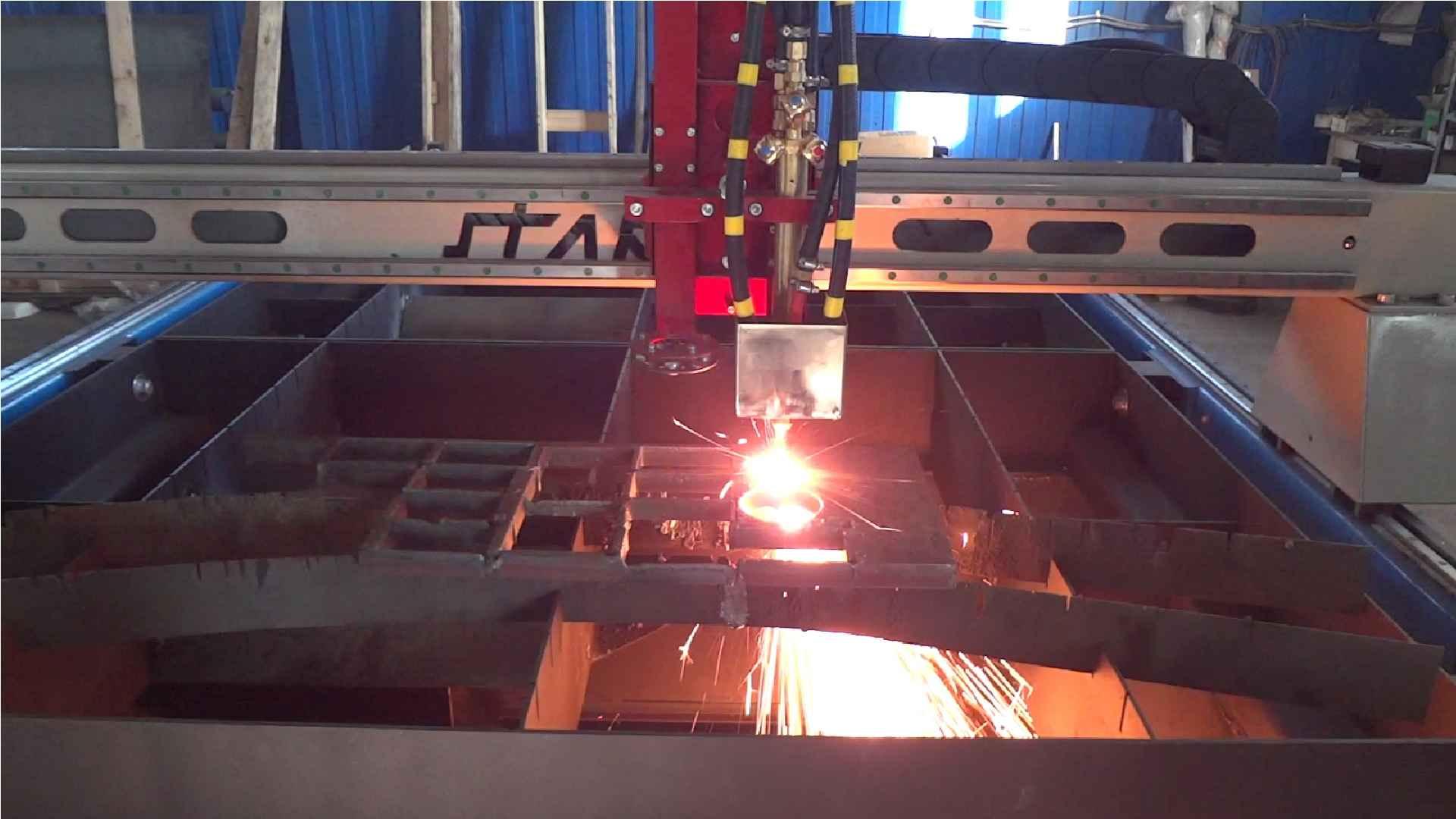 Станок «Старт-2» с ЧПУ для термической резки металла смесью горючего газа и кислорода. Ист. http://stanki-tvm.ru/produkciya/stanki-gazovoy-rezki-s-chpu.
