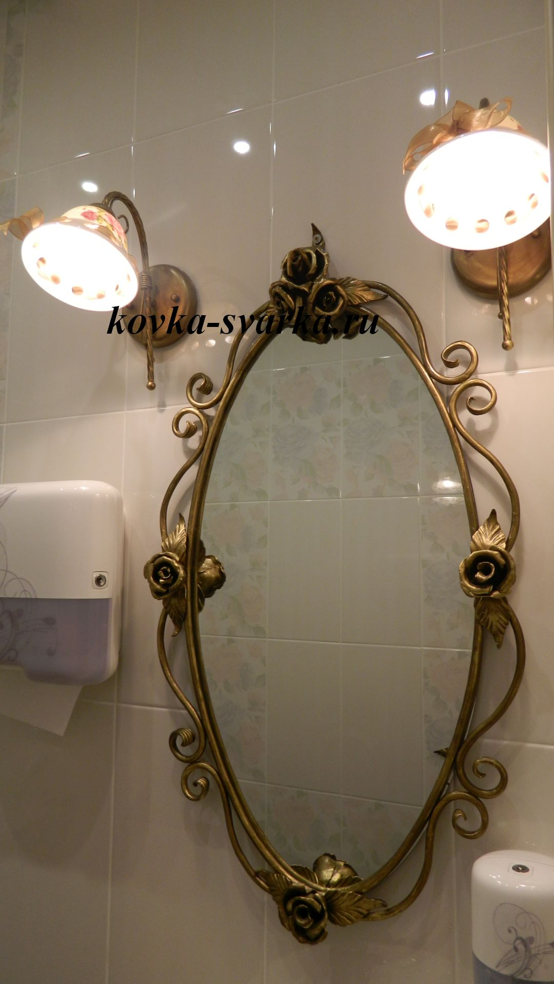 Фото кованого зеркала от компании Феникс
