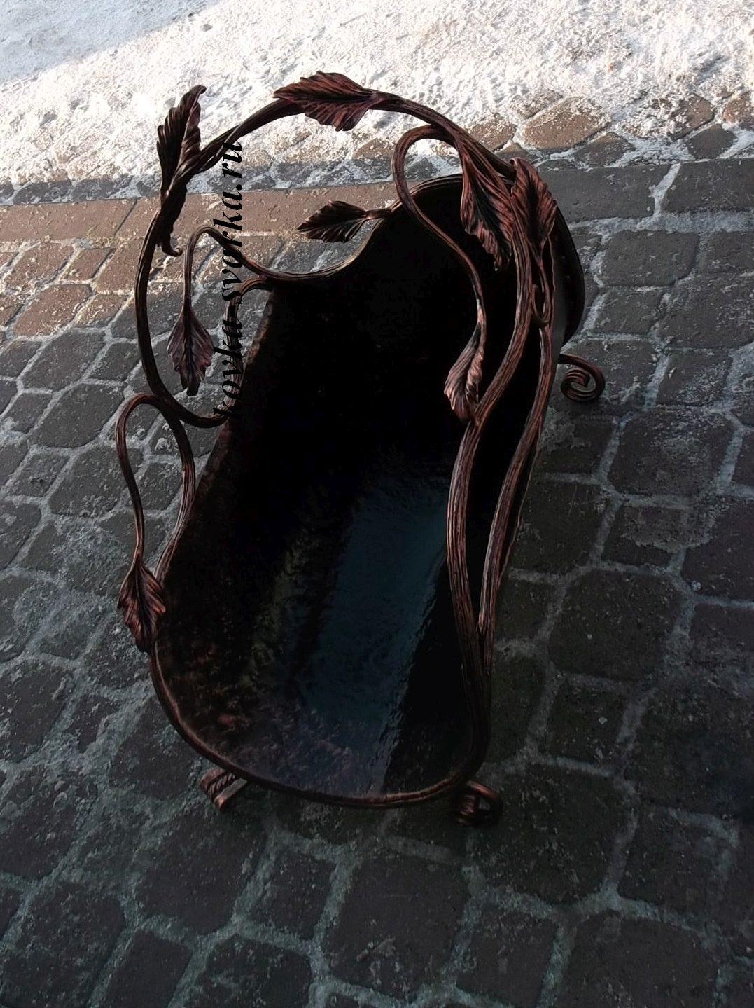 Фото кованой дровницы от компании Феникс